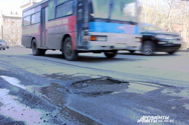 Прокуратура Екатеринбурга потребовала залатать ямы на Уралмаше