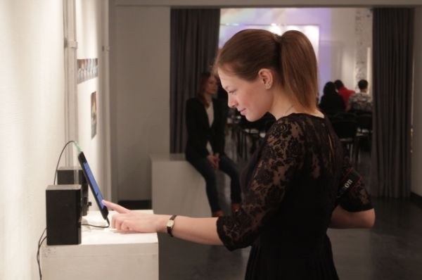 Посетители Биеннале увидят работы новосибирских, барнаульских, томских, красноярских и кемеровских художников, сделанных под руководством Маркуса Хоффмана.