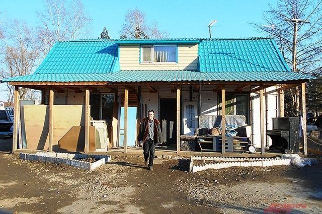 Одна из построек в общине Сергея Номанюка