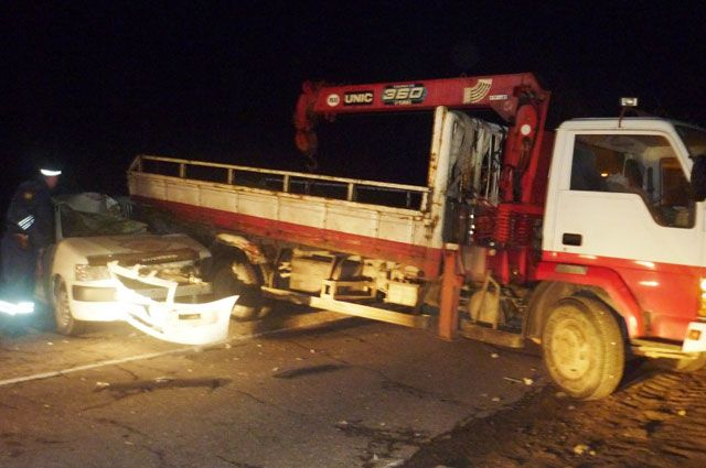 Эвакуатор, попавший в ДТП, приехал вызволять иномарку из другой аварии.