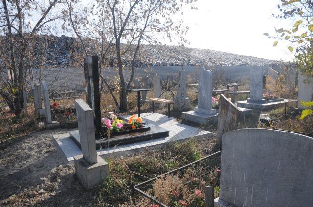 Омские кладбища подготовят к Родительскому дню.