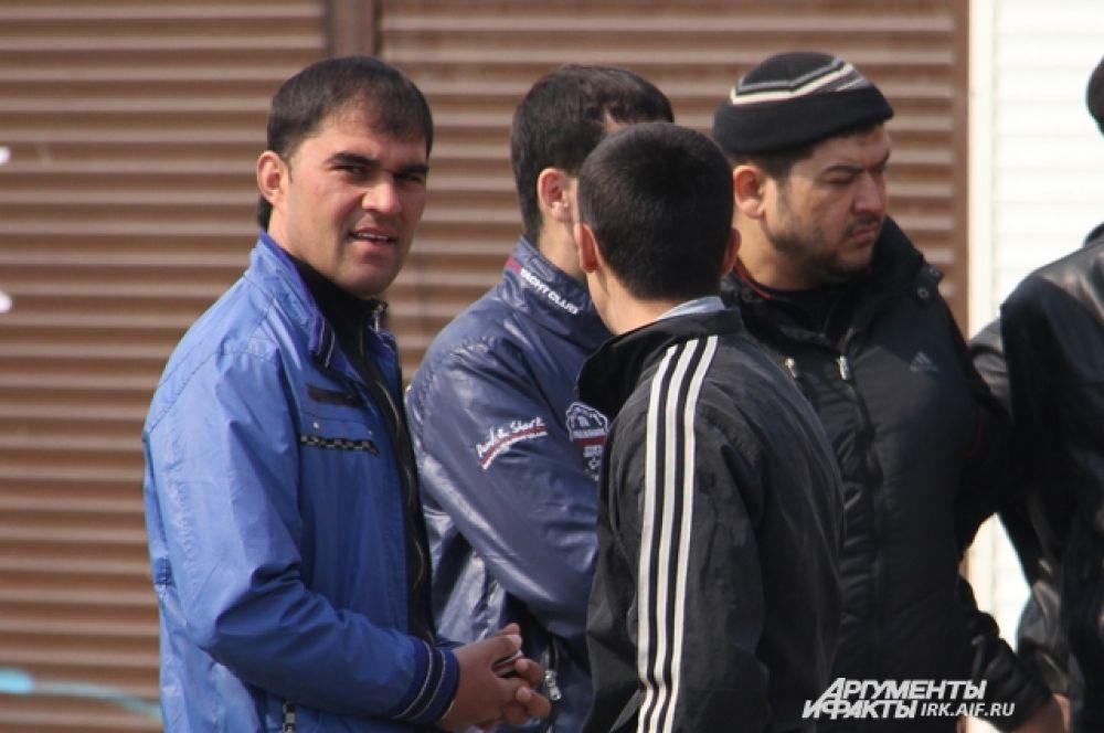 Многие из торговцев были в курсе, что 17 апреля приедет мэр, но при этом опасались, что глава города прибудет вместе с полицией.