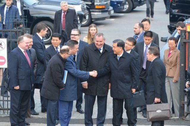 Вице-премьер является сопредседателям российско-китайской комиссии по подготовке регулярных встреч глав правительств