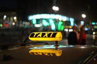 Машину службы такси нашли без водителя.
