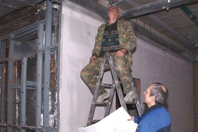 На одном из юбилейных объектов - в главном корпусе ОмГУ - уже ведутся отделочные работы.