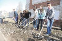 Школьники и студенты тоже возьмут в руки лопаты и грабли.