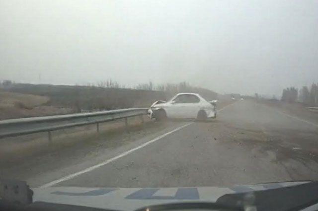 Владелец, поврежденной иномарки в ДТП, находился рядом с водителем.