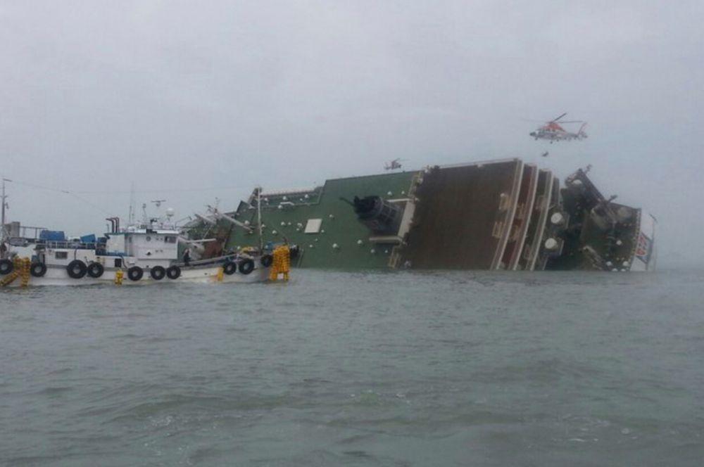 Крушение парома «Севол» произошло 16 апреля у юго-западного побережья Южной Кореи. Судно совершало круиз между портом Инчхон и островом Чеджу. На борту «Севола» находились 350 пассажиров и более ста членов экипажа.