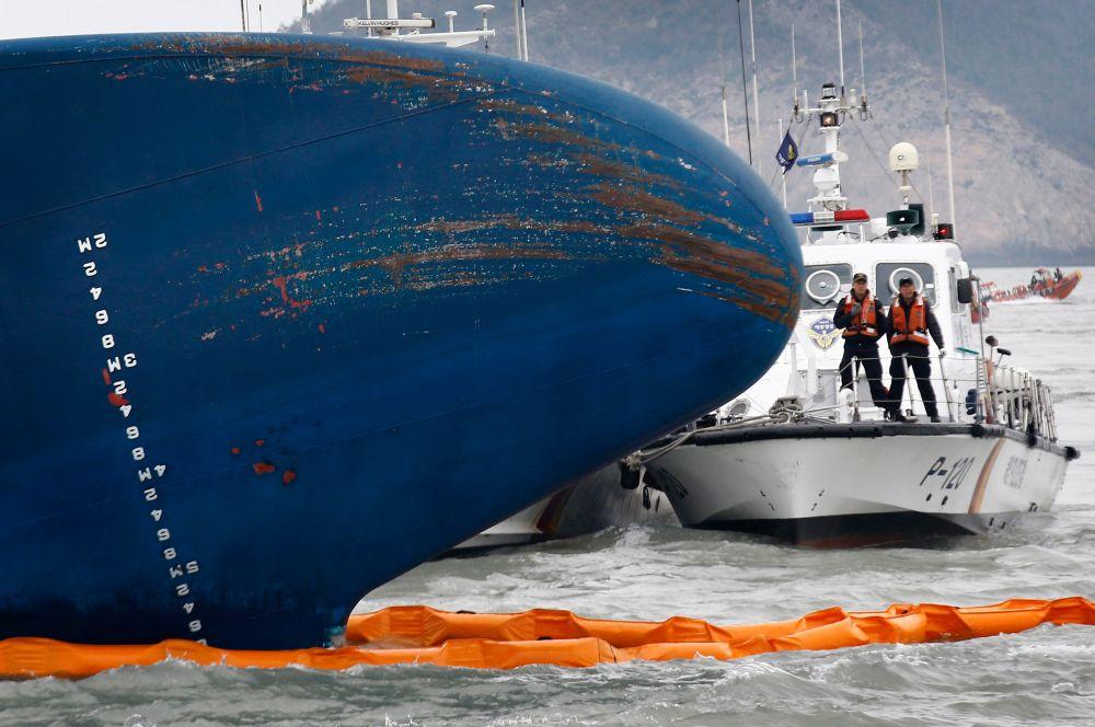 К операции привлечены элитные подразделения военных аквалангистов, вертолёты береговой охраны. Также сообщалось о том, что к поискам парома должен присоединиться десантный корабль ВМС США Bonhomme Richard.
