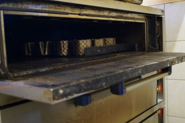 Формочки с тестом поставили в печь