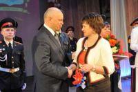 Виктор Назаров награждал учителей и воспитателей.