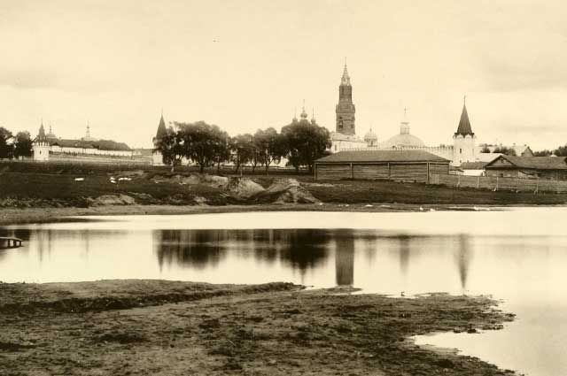 Вид через Хапиловский пруд от Преображенского кладбища, 1886 год.