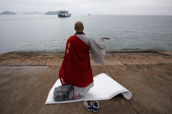 Корейские СМИ сообщают, что на данный момент паром «Севол» полностью ушёл под воду.