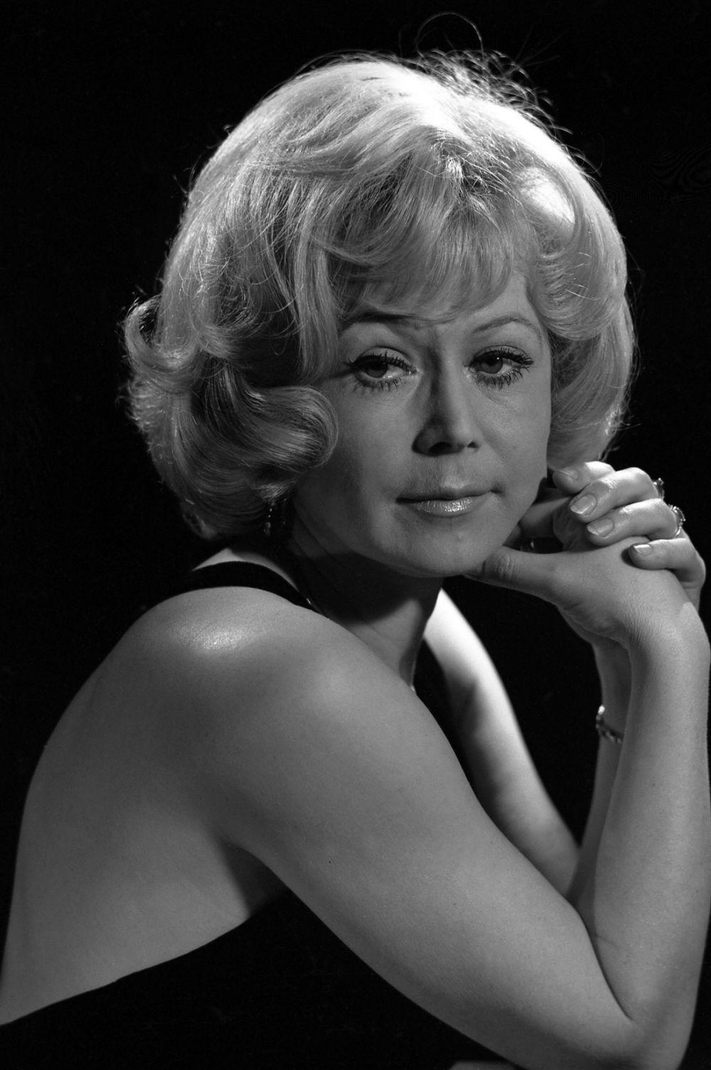 В театре Светлана Немоляева дебютировала ролью Офелии в «Гамлете». Спектакль с большим успехом шёл восемь лет подряд.