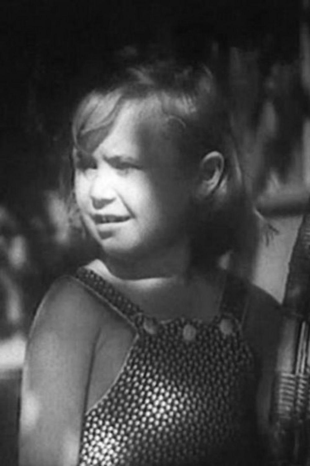 Светлана Немоляева родилась в обычной семье советских интеллигентов. Её отец Владимир был известным комедийным режиссёром. Во время войны семья Немоляевых жила бедно, но отец брал восьмилетнюю Светлану на съёмки. Кинодебютом актрисы стал фильм «Близнецы» 1945 года.