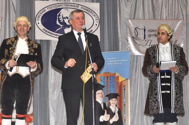 Турнир открыл В. Струнин, ректор ОмГУ.