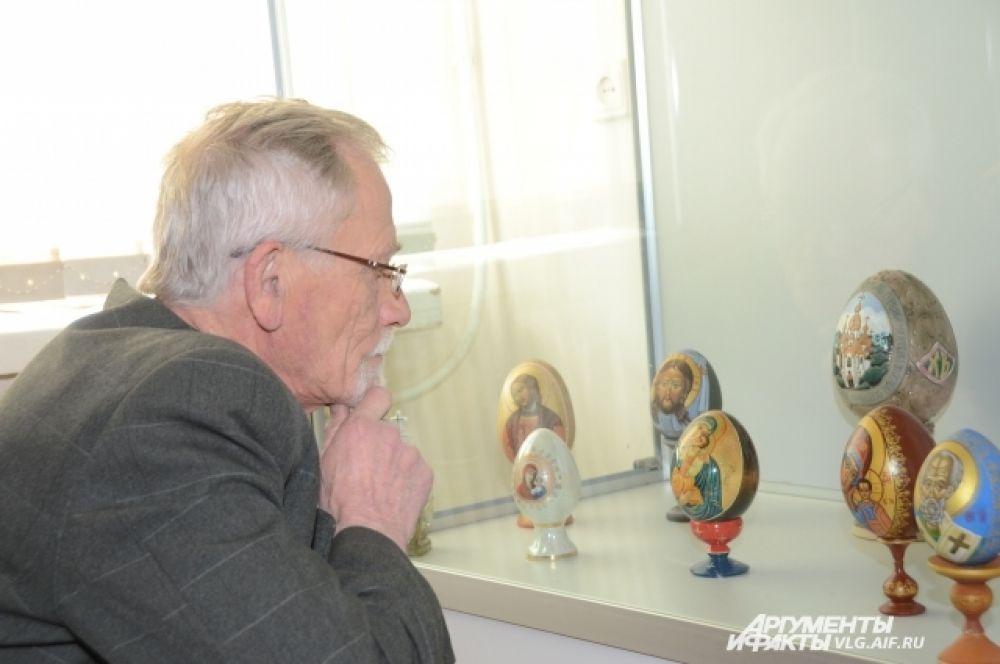 «Жемчужина» выставки - коллекция красочных пасхальных яиц.