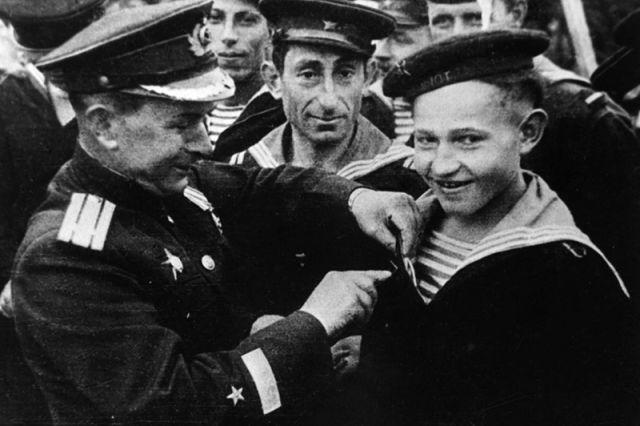 Саша Ковалев (справа).