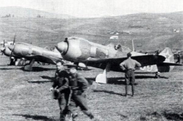 Ла-5, начавший сходить сконвейера всложном 1942 году обладал неплохими летными данными, простой конструкцией. Онбыл прост втехобслуживании, что было крайне важным для тех условий, вкоторых приходилось действовать советским войскам.