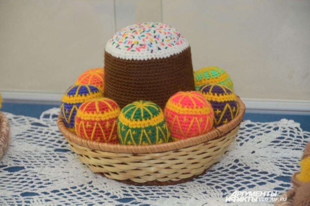 На праздничной трапезе кулич подобен особому хлебу — артосу, означающему жертву за людей — самого Христа.