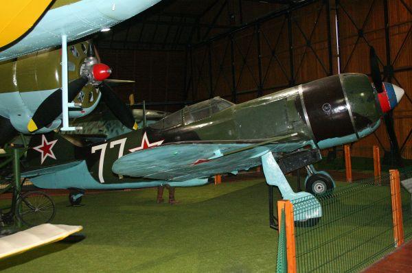 Ла-7, дальнейшая модификация Ла-5, стал одним излучших самолетов второй мировой войны. После появления этих самолетов наряду сЯк-3в небе в1943году, исход войны внебе стал предрешен.