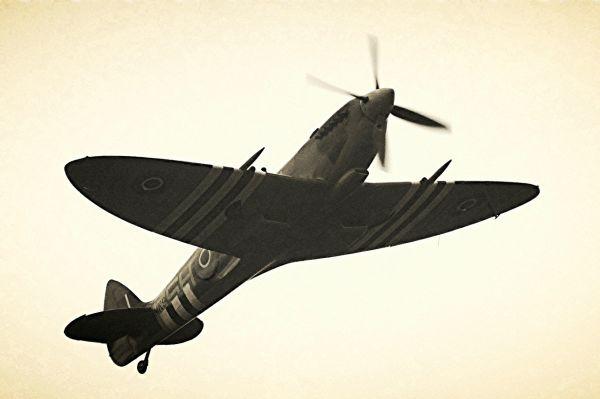 «Супермарин Спитфайр» считается одним излучших истребителей второй мировой войны, сочетавшим всебе прекрасные маневренные искоростные характеристики.
