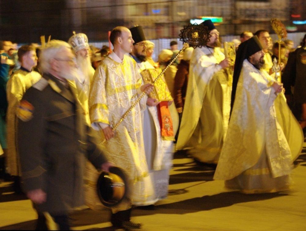 Священнослужители во время крёстного хода в соборе Казанской иконы Божией матери в Чите.