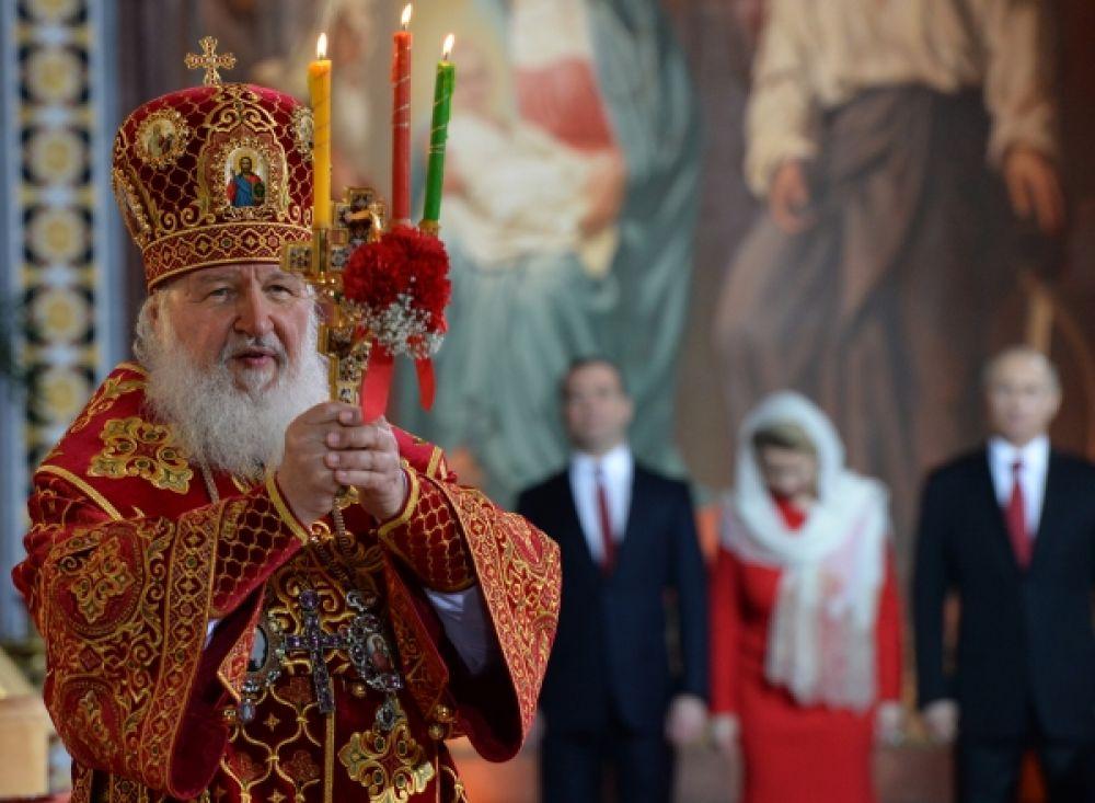 Патриарх Московский и всея Руси Кирилл проводит пасхальное богослужение.