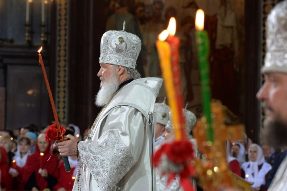 Патриарх Московский и всея Руси Кирилл проводит пасхальное богослужение в храме Христа Спасителя.