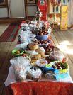 На праздничном столе соседствовали куличи, пасхи, яйца, разборники, булочки и другие блюда.