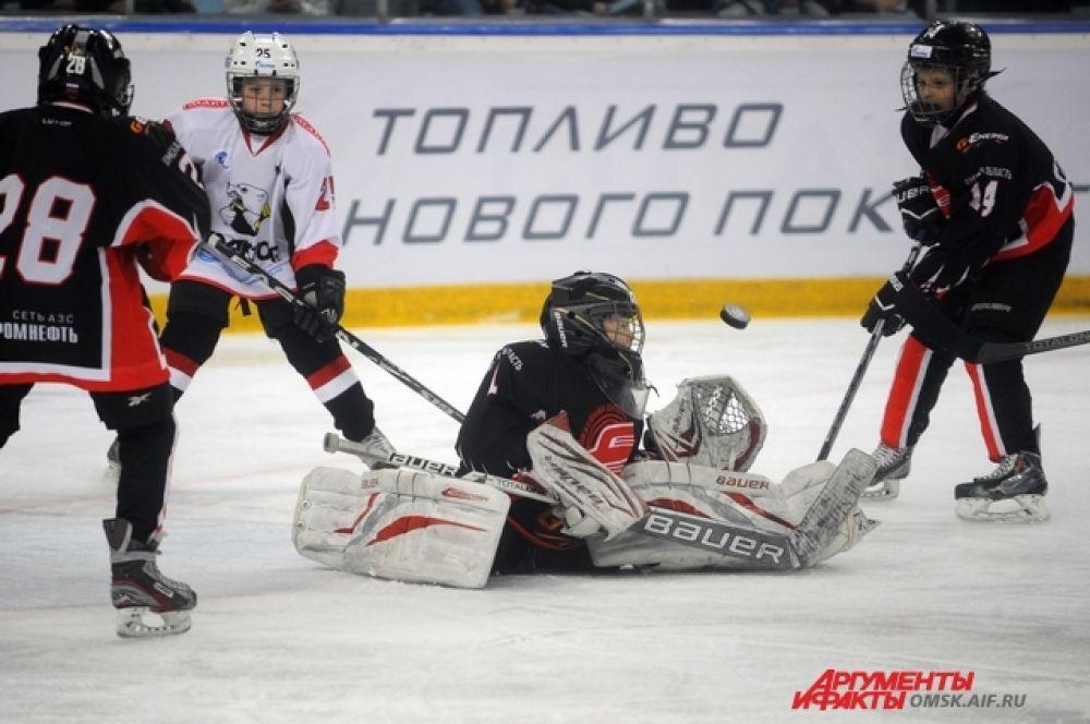 Первая встреча в рамках турнира прошла между «Авангардом» и «Трактором».