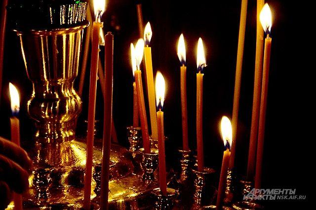 Благодатный огонь впервые доставлен в Новосибирск в день Пасхи