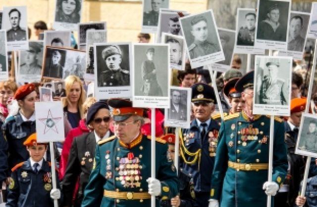 Шествие Бессмертного полка в 2013 году.