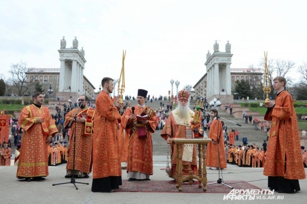 «АиФ-Волгоград» мастерицы   Вечером Недели Пасхи принято совершать великие вечерни, которые немного отличаются от обычных богослужений.