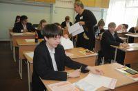 Омские школьники начнут сдавать ЕГЭ.