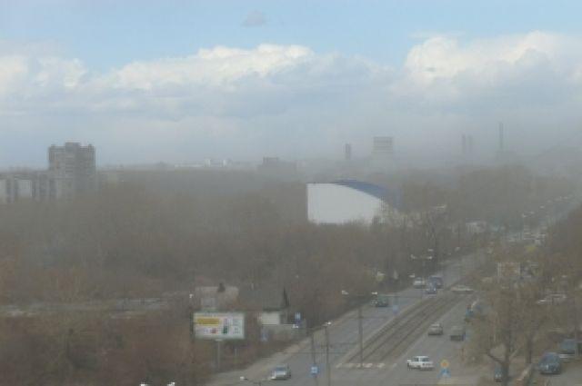 В Челябинске поднялась пыльная буря