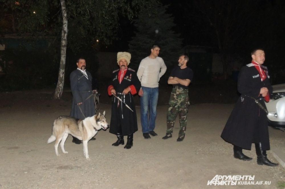 Правопорядок в Пасху охраняли усиленные наряды полиции и казаки. Обошлось без происшествий.