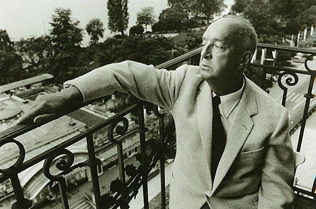 Владимир Набоков на балконе швейцарского отеля Le Montreux Palace, где он жил с 1961 по 1977 годы.