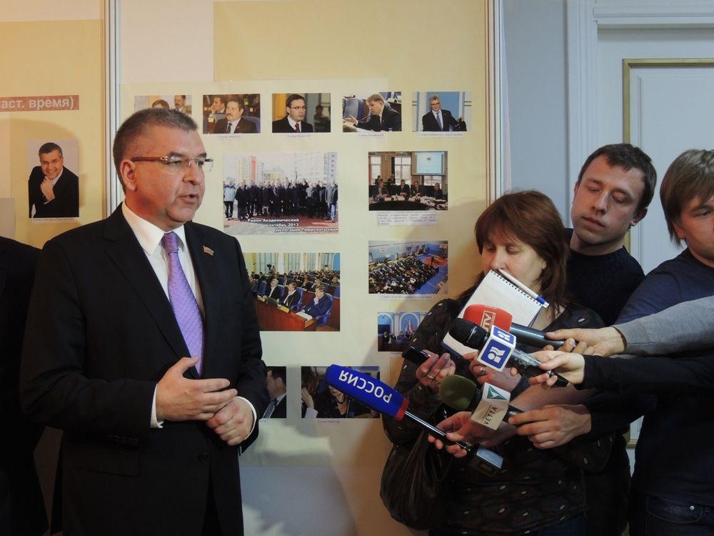 Игорь Сапко рассказал о выставке и книге.