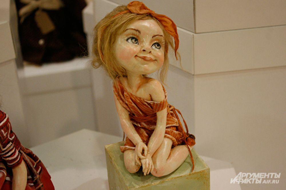 Куклы выполнены из самых разных материалов – от фарфора до войлока.