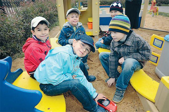 На строительство и реконструкцию детских садов выделят 2 млрд рублей в 2014 году.