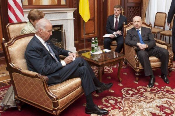 Турчинов провел переговоры с вице-президентом США Байденом