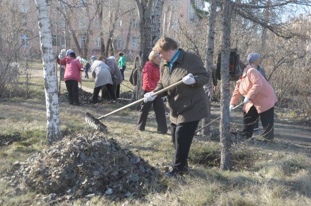 Ветераны и пенсионеры всегда готовы помочь навести порядок в городе.