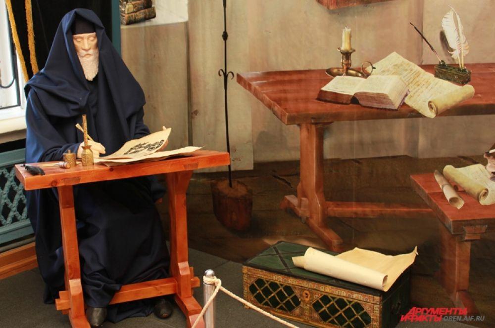 В главных городах Древней Руси – Киеве и Новгороде – при монастырях и княжеских дворах создавались книжные мастерские. По заказу состоятельных людей писцы создавали и переписывали книги. Они не имели права покинуть мастерскую, не закончив работу, хоть книги писались в среднем в течение года.