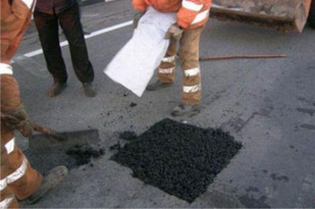 Дороги в Екатеринбурге начали ремонтировать картами
