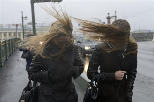 Из-за сильного ветра на Южном Урале объявлено штормовое предупреждение