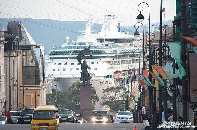Круизная «принцесса» в порту Владивостока.