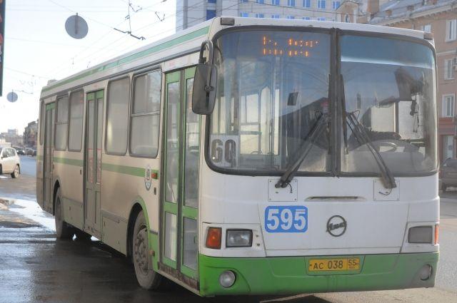В Омске загорелся автобус.