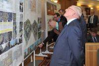 На заседании обсудили вопросы строительства и благоустройства в Омске.