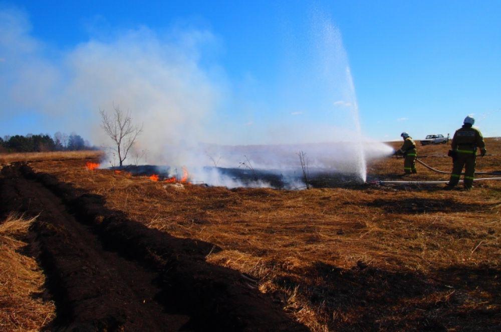 В учении были задействованы более 30 спасателей и пожарных и 11 единиц техники.